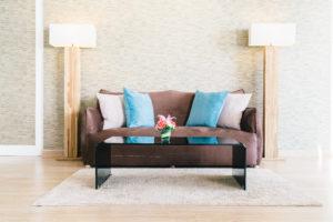 ¿Cómo limpiar un sofá para salir del apuro?